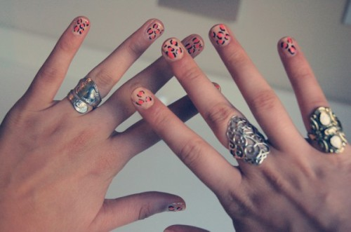 DIY manicure leopard print nails