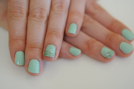 DIY manicure mermaid nails